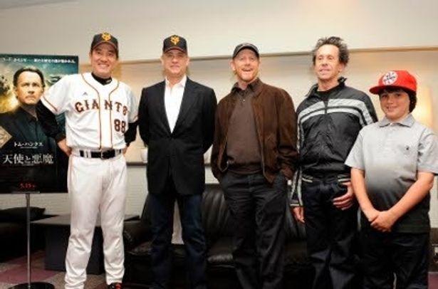 中央がロン・ハワード監督。プロデューサーのブライアン・グレイザーと息子のトマス君も参加