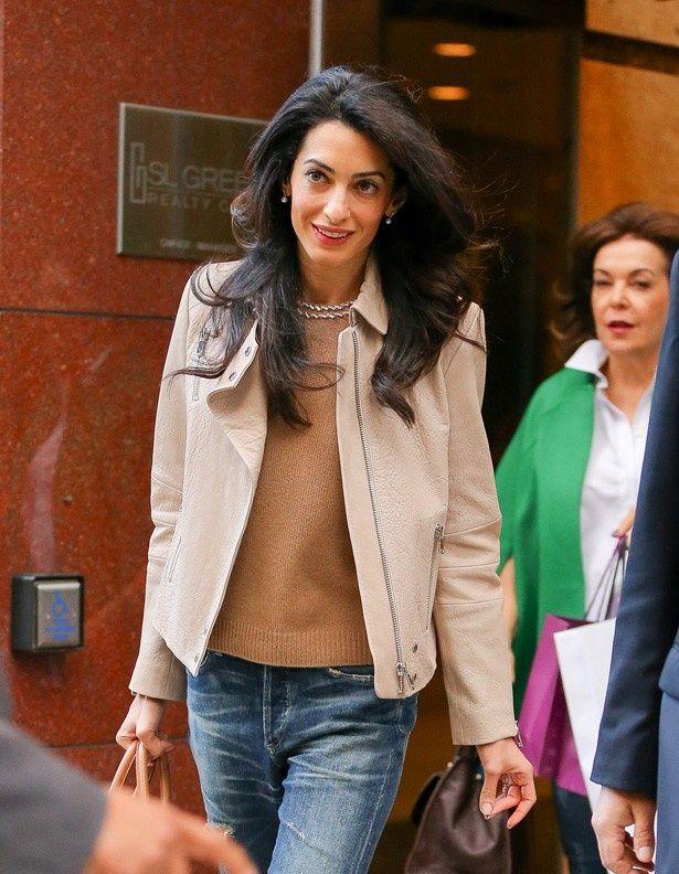 ファッションアイコンとして注目されるアマル・クルーニー