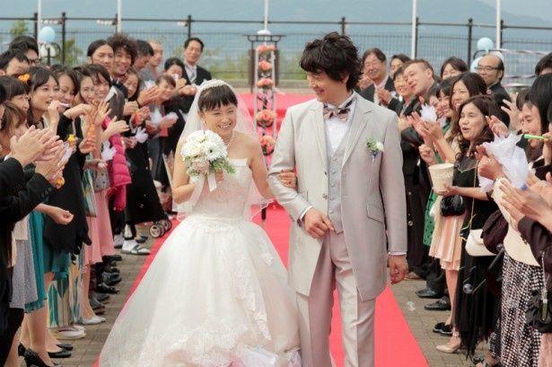 【写真を見る】永作博美の美しいウエディングドレス姿がまぶしい!