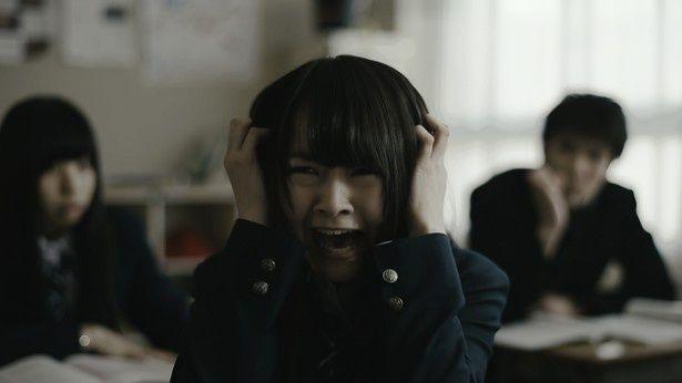 乃木坂46・伊藤万理華が大絶叫!映画『アイズ』のワンシーン