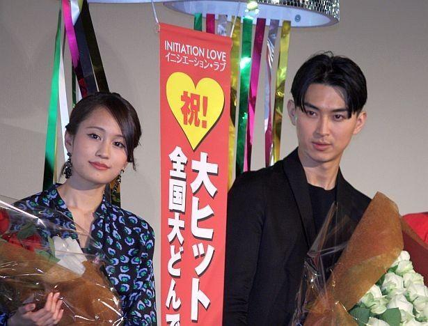 『イニシエーション・ラブ』の大ヒット御礼舞台挨拶に出席した前田敦子と松田翔太