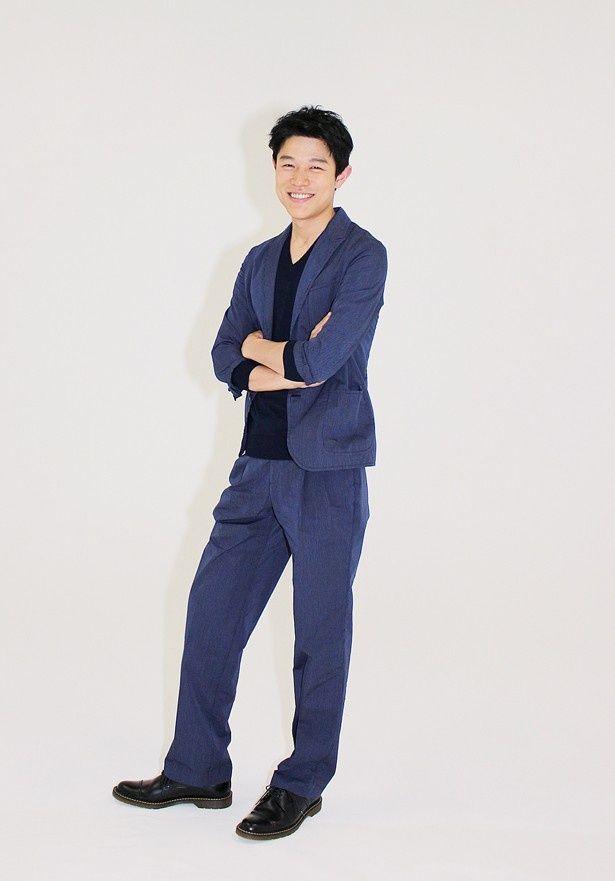 撮影現場でのチームワークの良さを語った鈴木亮平