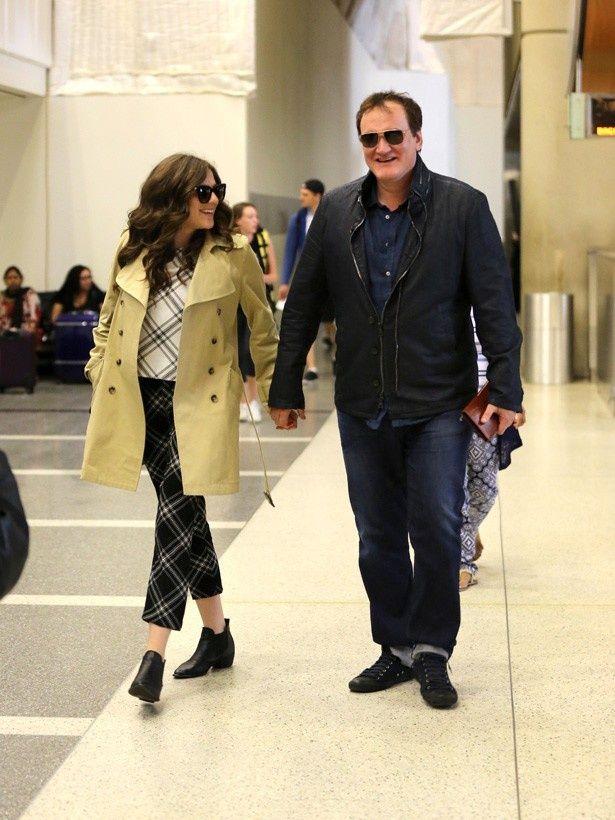 年下の恋人と手をつないでロサンゼルスの空港に現れたクエンティン・タランティーノ監督