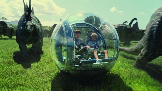 """""""ジャイロスフィア""""という球体の乗り物でパーク内を巡る"""