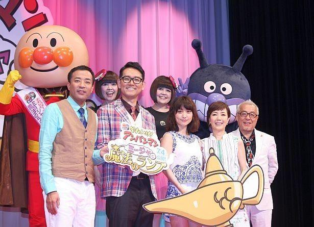 ドリーミング(上段)、塙宣之、土屋伸之、大島優子、戸田恵子、中尾隆聖が登壇(左から)