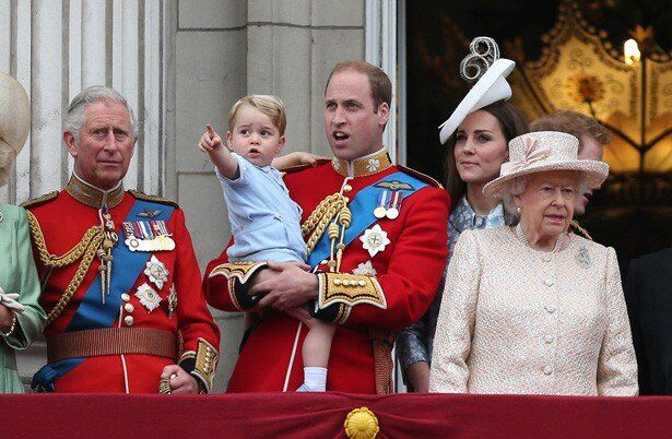 【写真を見る】可愛らしい姿と仕草でイギリス国民の目がクギづけに!