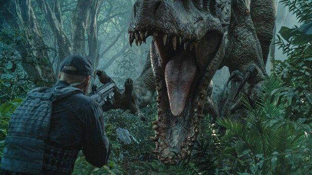 遺伝子操作によって生み出された新種の恐竜、インドミナス・レックスが大暴走!