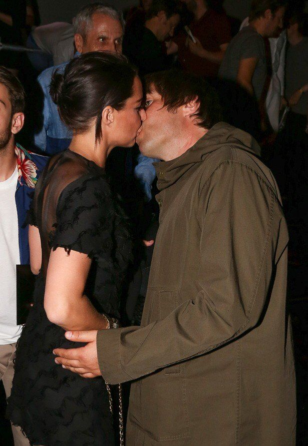恋人のデビーと熱烈キス