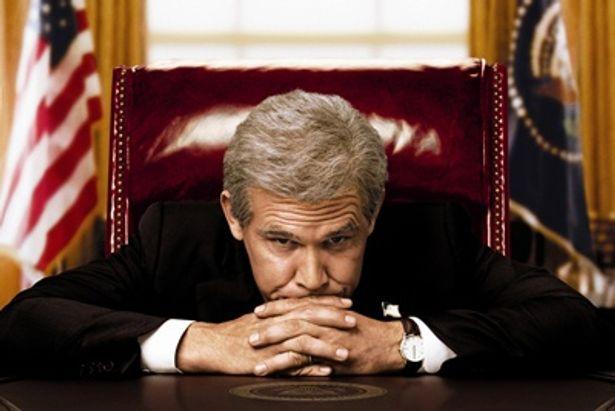 ブッシュ大統領役はジョシュ・ブローリン。クリソツ!
