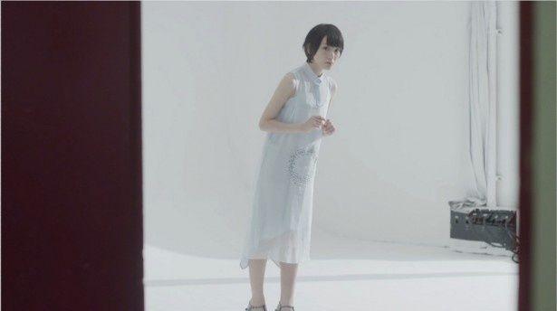 乃木坂46の12枚目シングル「太陽のノック」のカップリング曲「羽根の記憶」のMVが公開!