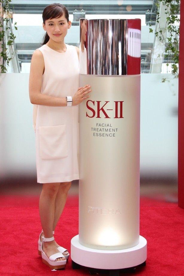 """「この夏SK-IIと 『運命よりも、きれいになろう。』""""美肌チェンジ""""披露イベント」に出席した綾瀬はるか"""