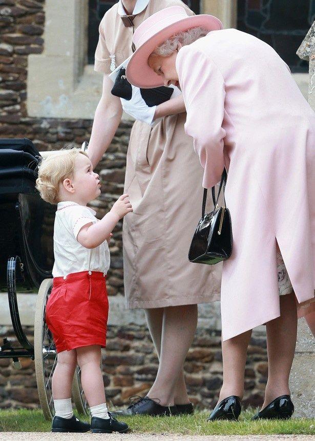 エリザベス女王のことを、父ウィリアム王子と同じようにおばあちゃん(Granny)と呼んでいるらしいジョージ王子