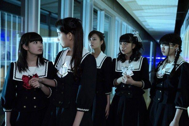 上白石が出演する映画『脳漿炸裂ガール』は7月25日(土)から公開