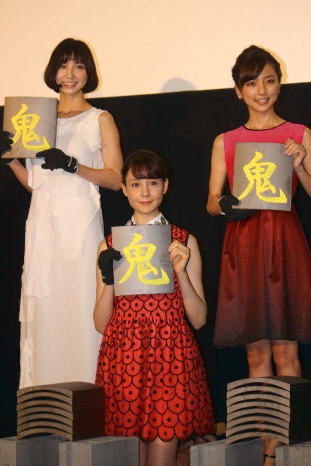 トリンドル玲奈、篠田麻里子、真野恵里菜が鬼瓦割りにトライ