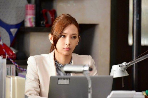 久利生公平検事(木村拓哉)は、事務官の麻木千佳(北川景子)と共に、ある国の大使館裏で起きた事故の捜査をする