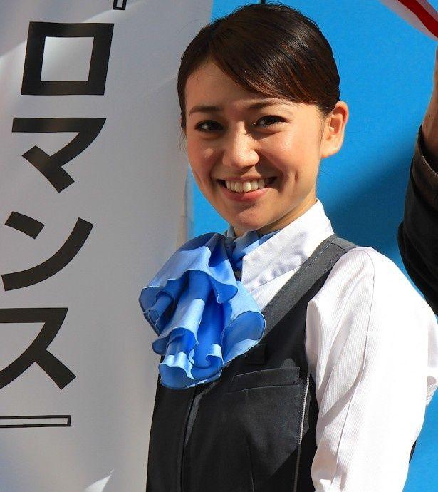 大島優子がロマンスカーのアテンダントの制服姿で登場!