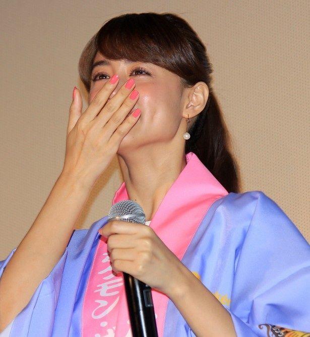 【写真を見る】山本美月、ピカチュウと一緒の誕生日に感激の涙!