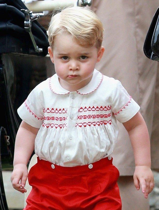 ウェーブがかかったヘアスタイルのジョージ王子