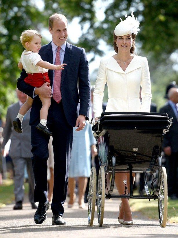 ダイアナ妃と同じ教会でシャーロット王女の洗礼式を行ったウィリアム王子とキャサリン妃
