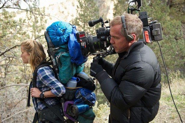 『わたしに会うまでの1600キロ』撮影中のジャン=マルク・ヴァレ監督と主演のリース・ウィザースプーン