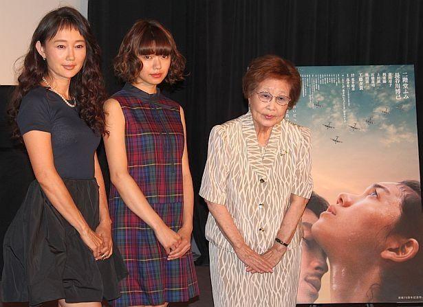 映画『この国の空』トークイベントに工藤夕貴、二階堂ふみ、海老名香葉子が登壇(左から)