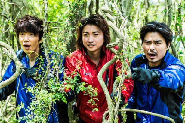 映画「探検隊の栄光」より。写真左からユースケ・サンタマリア、藤原竜也、小澤征悦
