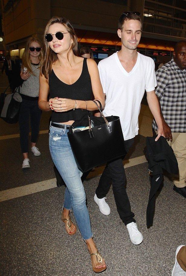 新恋人の大富豪エヴァン・スピーゲルと空港に現れたミランダ・カー