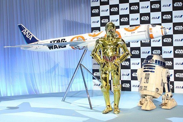 R2-D2とC-3POもゲスト出演!「スター・ウォーズ」最新作に登場するキャラクター「BB-8」をあしらった機体が世界初公開