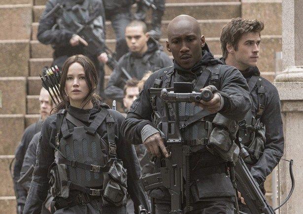 ジェニファー・ローレンス演じるヒロイン、カットニスが最後の戦いに挑む!