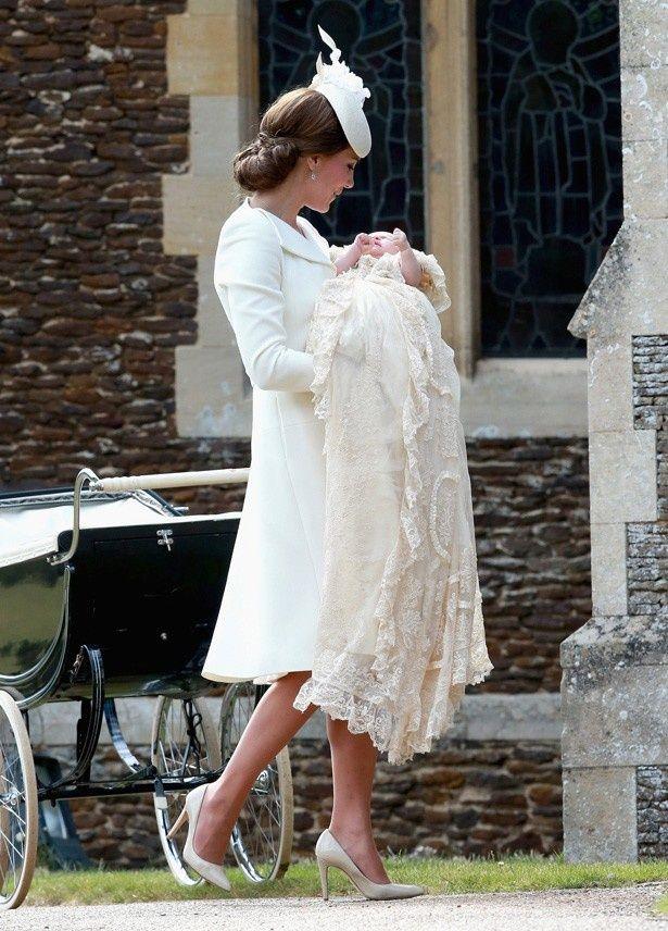 【写真を見る】ダイアナ妃が洗礼を受けた場所でシャーロット王女の洗礼式が行われた