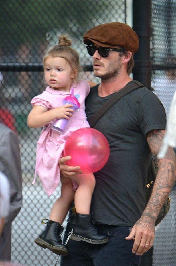ファッションなどが物議を醸しているデビッド・ベッカムの娘ハーパー