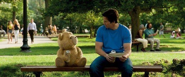 テッドと親友ジョンのユーモアたっぷりな会話には爆笑!