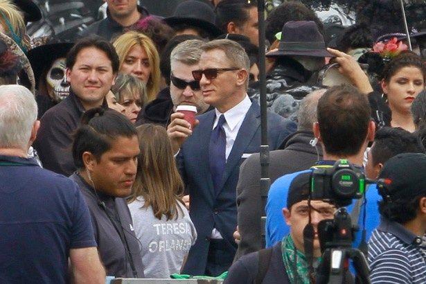 【写真を見る】最新作『007 スペクター』(日本12月4日公開)撮影中のダニエル・クレイグ