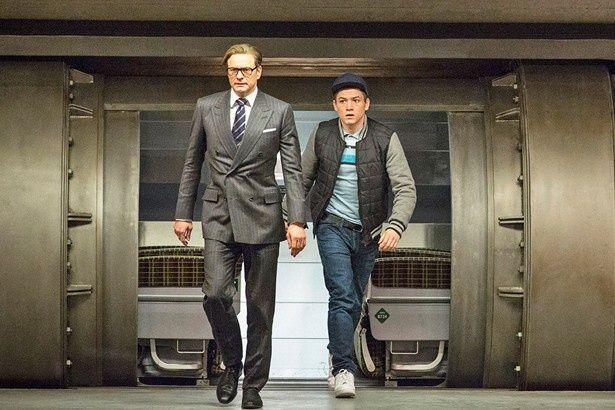 """ハリーの愛弟子で""""スパイ見習い""""のエグジーを演じるのは、若手俳優タロン・エガートン"""