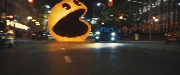 おなじみのゲームキャラの姿をしたエイリアンが地球に襲来する『ピクセル』