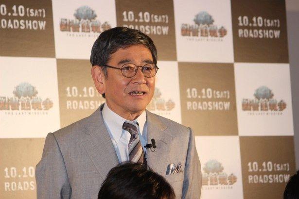 基地司令・仁科巌役の石坂浩二