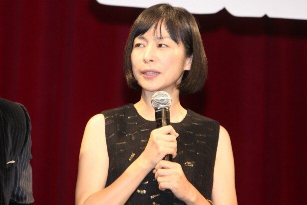 週刊誌の記者・折口マキ役の西田尚美