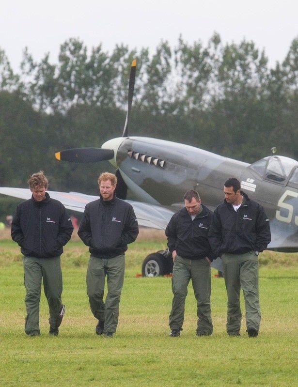 【写真を見る】英国空軍の儀礼飛行に参加したヘンリー王子