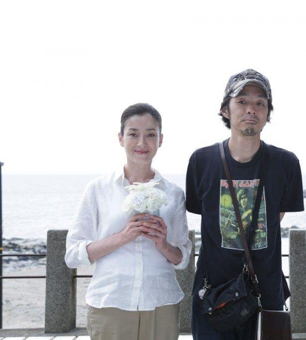 宮藤官九郎の映画最新作「TOO YOUNG TO DIE!若くして死ぬ」に出演することが分かった宮沢りえと宮藤(写真左から)