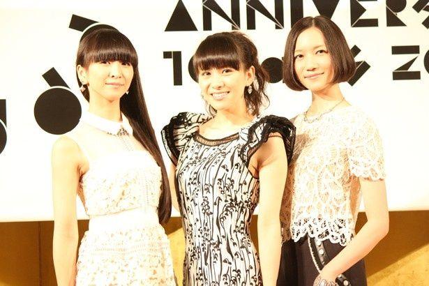 【写真を見る】『WE ARE Perfume -WORLD TOUR 3rd DOCUMENT』ではPerfumeのすっぴん顔にもご注目!