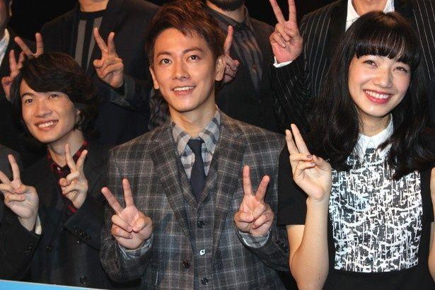 『バクマン。』の舞台挨拶に登壇した佐藤健、神木隆之介、小松菜奈