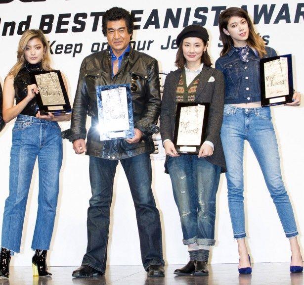 一般選出部門女性1位のローラのほか、協議会選出部門では藤岡弘、、吉田羊、森星が受賞