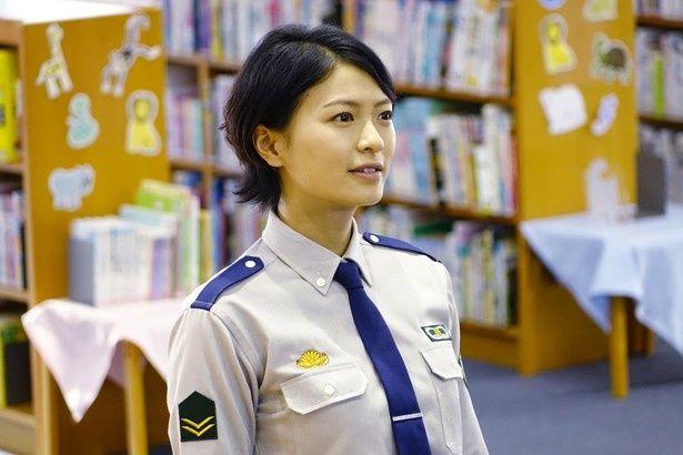 榮倉奈々演じるヒロイン・笠原郁。勝ち気だけど恋愛に奥手なところがカワイイ!