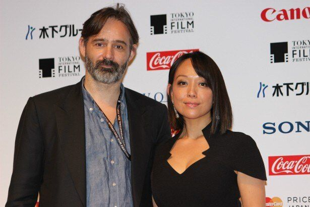 『エベレスト3D』のバルタザール・コルマウクル監督と、女優の森尚子