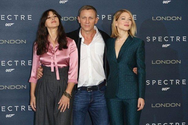 【写真を見る】『007 スペクター』でボンド役を演じているダニエル・クレイグと、ボンドガールのモニカ・ベルッチ&レア・セドゥ