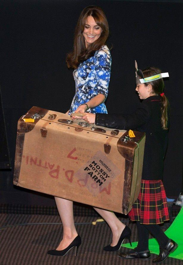ステージで「ひょうきん歩き」を披露したキャサリン妃