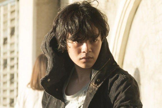 ドラマ版「MOZU」で話題を呼んだ殺し屋・新谷が、劇場版で再登場。池松壮亮の怪演に期待!