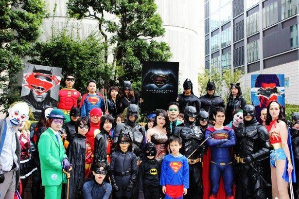 来年3月公開の映画『バットマンVSスーパーマン ジャスティスの誕生』をPRするゴミ拾いパレード。銀座・六本木両チームで、合計約16kgのゴミを集めた