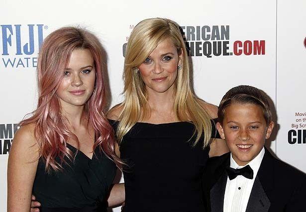 リース・ウィザースプーンと娘のアヴァ、息子のディーコン