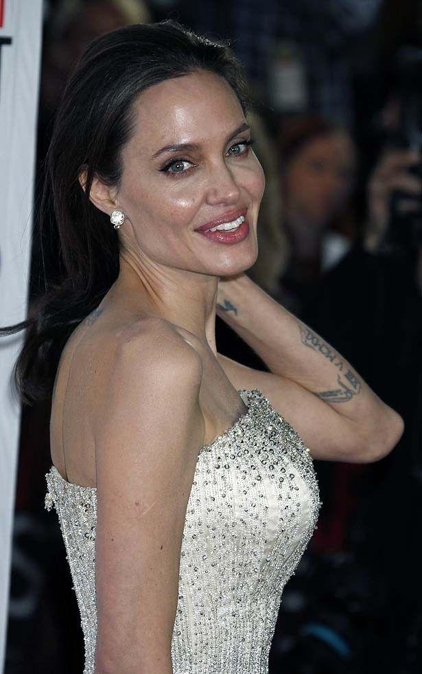 乳房切除後はじめてのヌードに挑んだアンジェリーナ・ジョリー